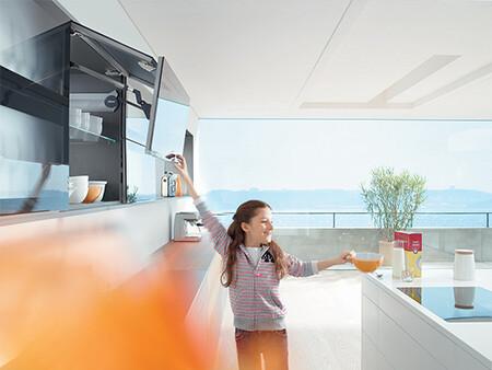 AVENTOS HF felnyíló ajtó - gyerekjáték használni